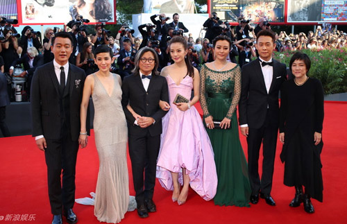 Triệu Vy, Emma Stone nổi bật tại LHP Venice - 6