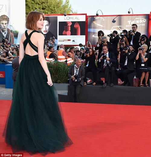 Triệu Vy, Emma Stone nổi bật tại LHP Venice - 9