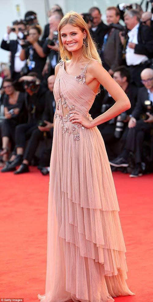 Triệu Vy, Emma Stone nổi bật tại LHP Venice - 13