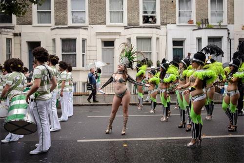 Lễ hội của thời trang và da thịt sôi động tại Anh - 9