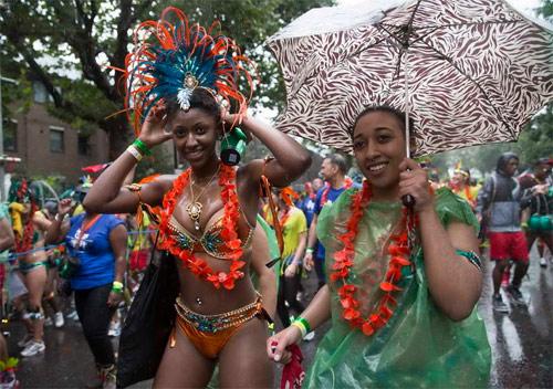 Lễ hội của thời trang và da thịt sôi động tại Anh - 3