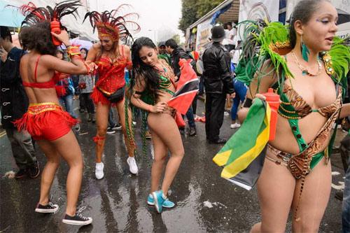 Lễ hội của thời trang và da thịt sôi động tại Anh - 8