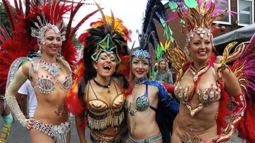 Lễ hội của thời trang và da thịt sôi động tại Anh - 12