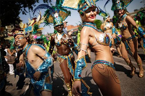Lễ hội của thời trang và da thịt sôi động tại Anh - 13
