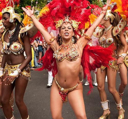 Lễ hội của thời trang và da thịt sôi động tại Anh - 14