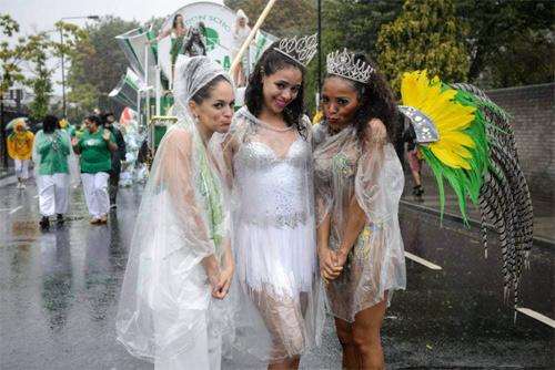 Lễ hội của thời trang và da thịt sôi động tại Anh - 7