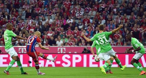 Robben ghi bàn tinh tế top 5 bàn đẹp Bundesliga V1 - 1
