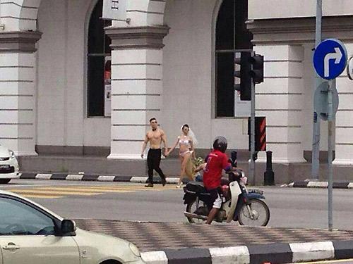 Ra hầu tòa vì chụp ảnh cưới bán nude giữa phố - 1