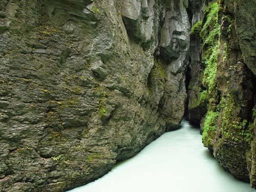 Khám phá đường ven hẻm núi độc đáo ở Thụy Sĩ - 6