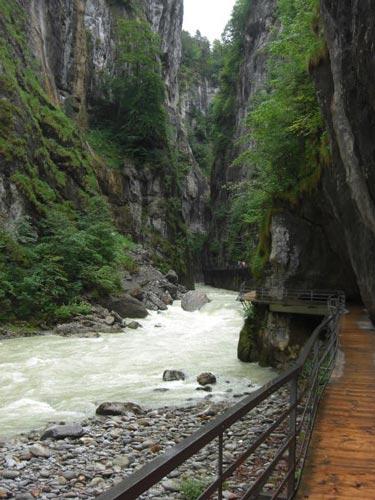 Khám phá đường ven hẻm núi độc đáo ở Thụy Sĩ - 8
