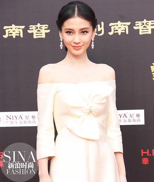 Váy nơ to bản như sao hấp dẫn chị em Việt - 1