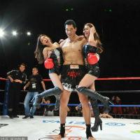 Choáng ngợp với võ sĩ cao 2m1 của làng boxing
