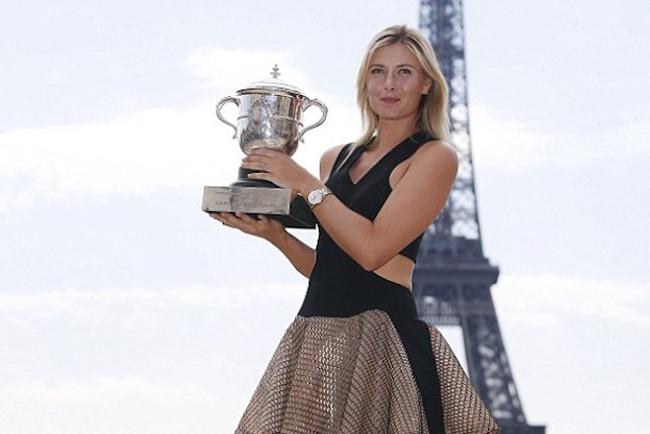 '  ' Búp bê người Nga '  '  Maria Sharapova là một cái tên không thể thiếu trong danh sách này. Với tài năng cộng với sắc đẹp, Sharapova luôn thu hút được dư luận tại bất cứ chỗ nào cô xuất hiện.