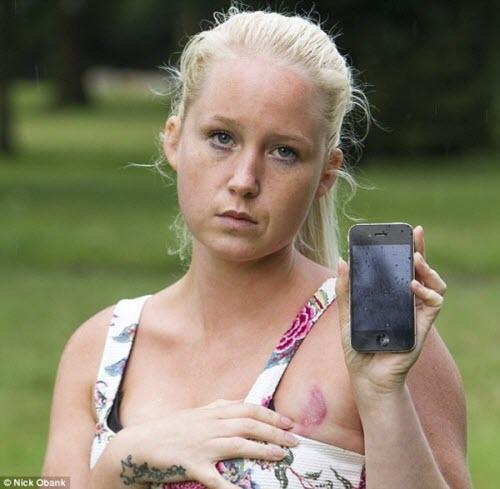 Bỏng ngực vì khỏa thân ngủ với... iPhone - 1