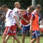 Bóng đá - Guardiola nổi đóa xô đẩy học trò trên sân tập