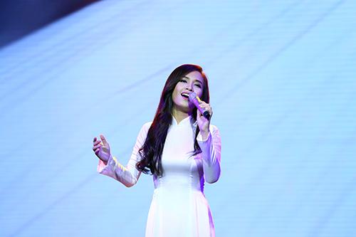 Dàn mỹ nhân Việt duyên dáng hát vì hòa bình - 11