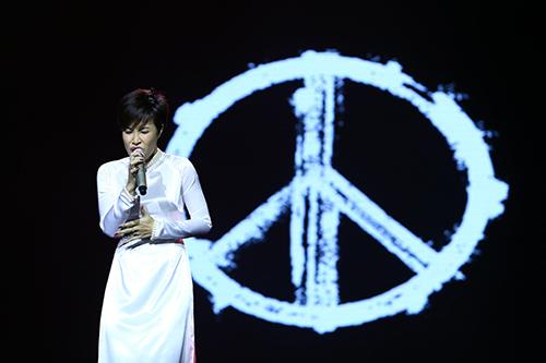 Dàn mỹ nhân Việt duyên dáng hát vì hòa bình - 14