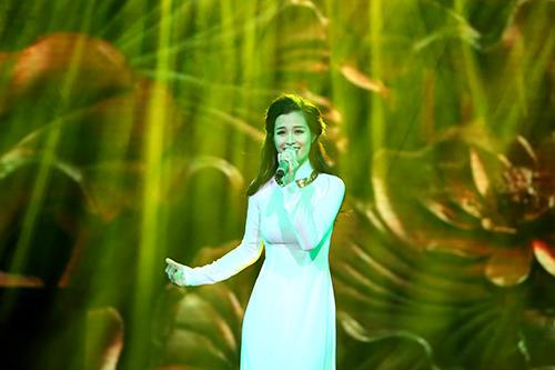 Dàn mỹ nhân Việt duyên dáng hát vì hòa bình - 17