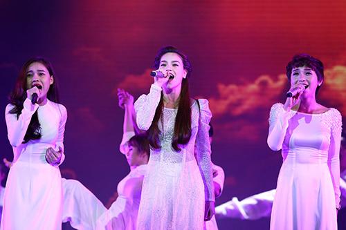 Dàn mỹ nhân Việt duyên dáng hát vì hòa bình - 2