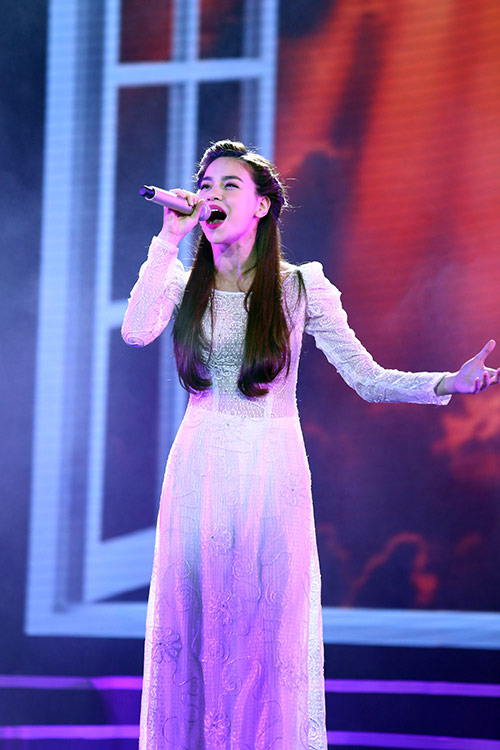 Dàn mỹ nhân Việt duyên dáng hát vì hòa bình - 3