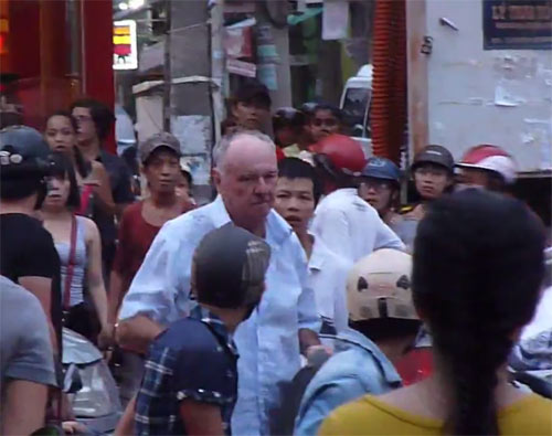 Phạt ông Tây quỵt tiền taxi, đánh người trên phố - 1