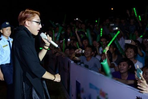 Sơn Tùng kể về nụ hôn đầu với Hari Won - 3