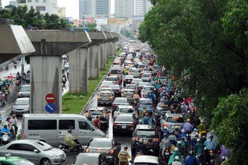 Hà Nội: Mưa lớn, nhiều tuyến đường ùn tắc cục bộ - 2
