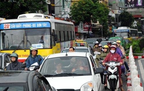 Hà Nội: Mưa lớn, nhiều tuyến đường ùn tắc cục bộ - 6