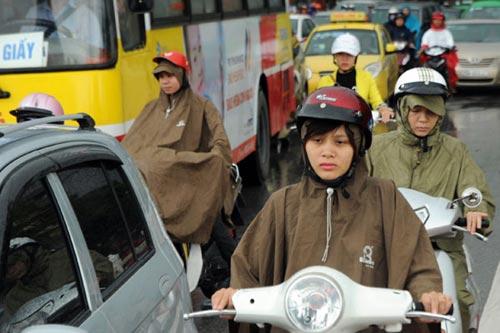 Hà Nội: Mưa lớn, nhiều tuyến đường ùn tắc cục bộ - 7