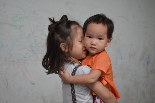 Tiếp tục đưa 12 trẻ, người già chùa Bồ Đề về nơi ở mới - 10