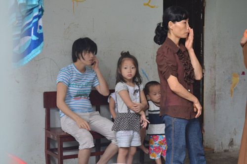 Tiếp tục đưa 12 trẻ, người già chùa Bồ Đề về nơi ở mới - 2