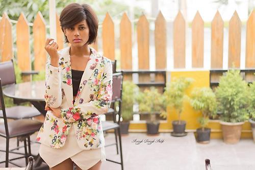 Thiếu nữ Ấn Độ nổi tiếng thế giới nhờ mặc đẹp - 9