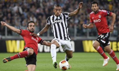 Vidal ngán ngẩm MU, muốn ở lại Juventus - 1