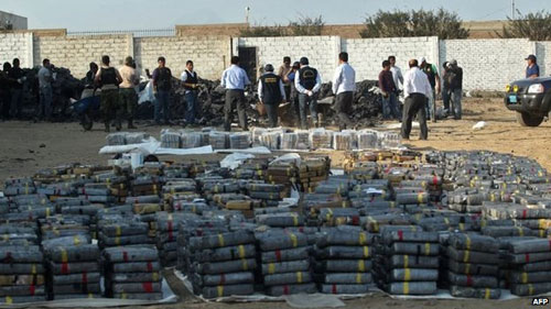 Cảnh sát Peru bắt giữ lượng ma túy lớn kỷ lục - 2