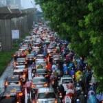 Tin tức trong ngày - Hà Nội: Mưa lớn, nhiều tuyến đường ùn tắc cục bộ