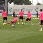 """Bóng đá - Alves định """"triệt hạ"""" Mascherano trên sân tập"""