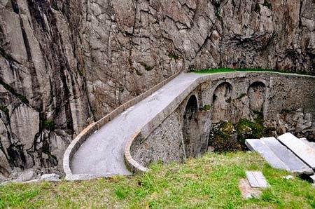 """Khám phá """"cây cầu của quỷ"""" ở Thụy Sĩ - 3"""