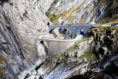 """Khám phá """"cây cầu của quỷ"""" ở Thụy Sĩ - 8"""