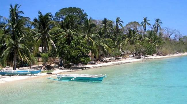 1. Đảo Linapacan, Palawan, Philippines: Tỉnh Palawan là ngôi nhà chung của những bãi biển tuyệt vời nhất không chỉ ở Philippines mà còn trên cả thế giới. Đảo Linapacan là một trong số những đảo nhỏ thuộc tỉnh Palawan, nơi đây nổi tiếng với bãi biển đẹp như tranh vẽ, bãi cát trắng trải dài và nước biển trong như pha lê.