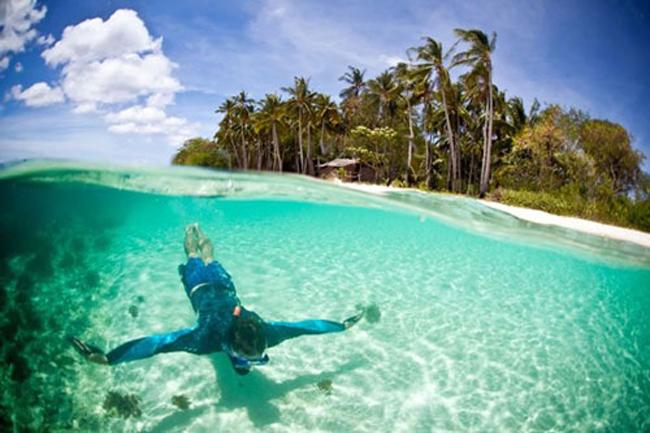 Hiện trên đảo Linapacan chỉ có hoảng 14.000 dân sinh sống. Dù mỗi năm có hàng ngàn lượt khách tới đây nghỉ dưỡng, nhưng bãi biển vẫn giữ được nét đẹp hoang sơ của vốn có.
