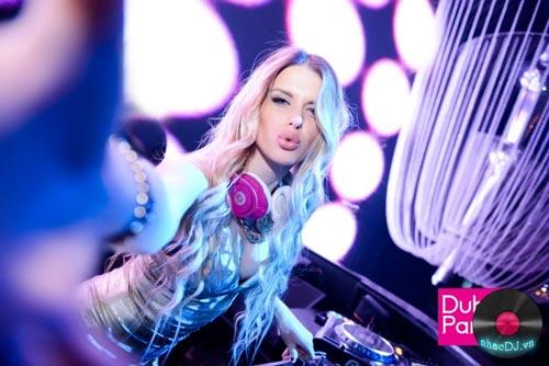 Ngắm đường cong của DJ gợi cảm nhất thế giới - 6