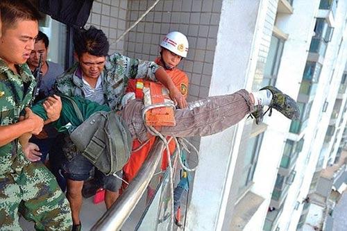 TQ: Bé trai cắt dây an toàn của công nhân vì… ồn - 2