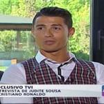 """Bóng đá - Ronaldo không dám nói về Messi vì sợ bị """"bỏ tù"""""""