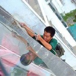 Tin tức trong ngày - TQ: Bé trai cắt dây an toàn của công nhân vì… ồn