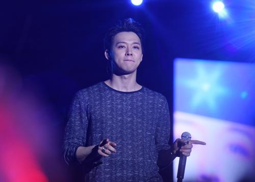 """Yoochun nói tiếng Việt """"chuẩn"""", diễn sung dưới mưa cùng JYJ - 14"""