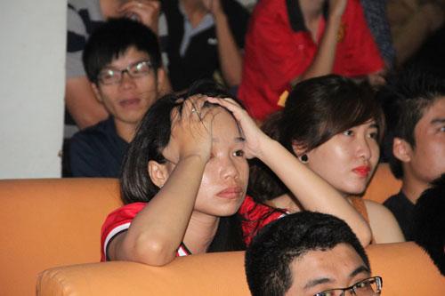 MU hòa chật vật, fan ôm đầu thất vọng - 6