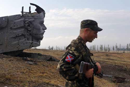 Ảnh ấn tượng: Cảnh sát bắt cháy từ bom xăng - 5
