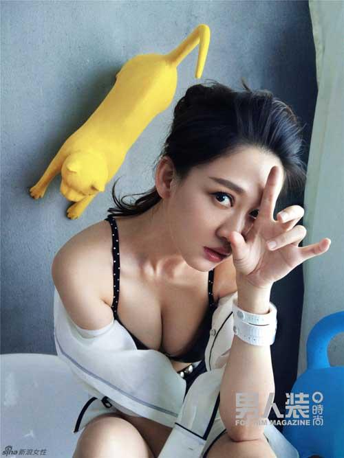 """Người mẫu bị """"soi"""" nội y lộ liễu ở Nhật Bản - 12"""