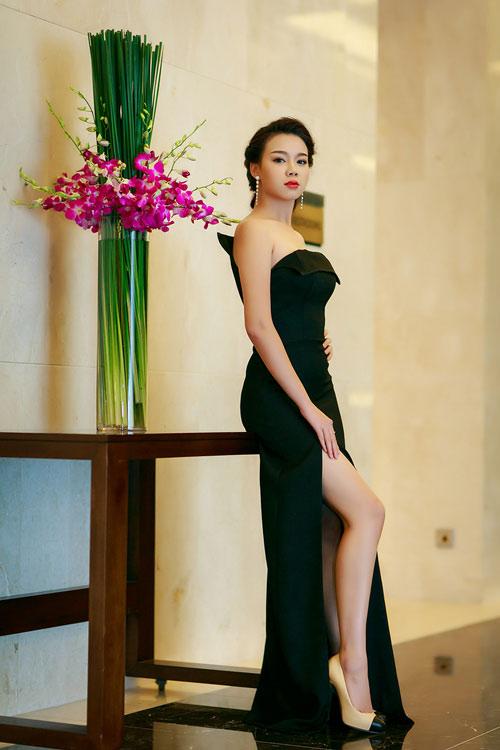 Ngọc Anh, Trương Tùng Lan đọ váy xẻ gợi cảm - 3