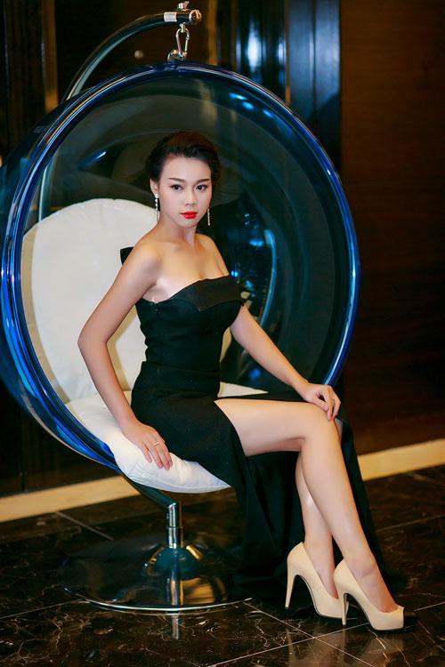 Ngọc Anh, Trương Tùng Lan đọ váy xẻ gợi cảm - 5